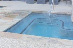 顶视图极可意浴缸水池椅子水池和行在公寓的在Ame 免版税库存图片