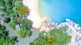 顶视图海沙海滩- Khao Lak泰国的鸟眼睛 免版税库存照片