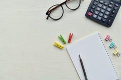 顶视图白色木桌办公室 免版税库存图片