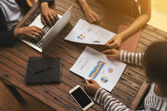 从顶视图的业务会议小组 库存照片