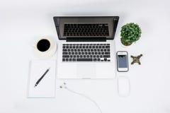 顶视图膝上型计算机或笔记本工作区办公室 库存照片