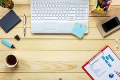 顶视图膝上型计算机笔记本,铅笔,无奶咖啡,绘制的纸, stati 库存照片