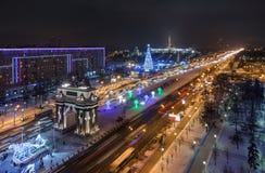 顶视图莫斯科河和克里姆林宫在冬天夜胜利 库存图片