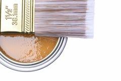 顶视图褐色油漆能与刷子 图库摄影