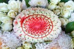 顶视图西瓜泰国果子雕刻和花 免版税库存图片
