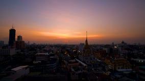 顶视图都市风景Wat Trimit在唐人街 股票录像