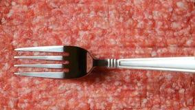 顶视图:在新鲜的加料碎肉的一把叉子 库存照片