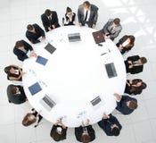 顶视图 会议圆桌的商务伙伴 库存图片