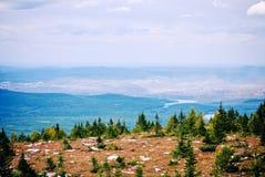 顶视图Satka山国家公园Zuratkul车里雅宾斯克俄罗斯烟可能 图库摄影