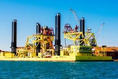 顶起的船在威尼斯,意大利 免版税库存图片