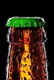 顶部的啤酒瓶弄湿了 库存图片