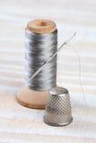 顶针和螺纹短管轴 免版税库存图片