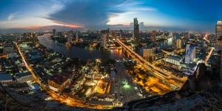 从顶面屋顶的都市鸟瞰图 免版税图库摄影