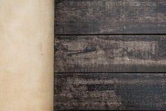 顶面木和水泥地板 背景楼层被碾压的teakwook纹理木头 免版税库存照片