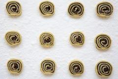 顶面vew,与罂粟种子的未成熟的自创曲奇饼 免版税库存图片