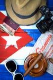 项目与在旗子背景的古巴共产主义关连 免版税库存照片