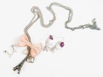 项链和耳环有埃菲尔形状的 库存照片