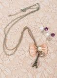 项链和耳环有埃菲尔形状的 库存图片