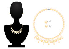 项链和耳环从珍珠 免版税库存照片