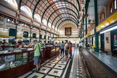 顾客和游人香港邮政总局的在胡志明 免版税库存图片
