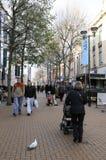 顾客在中央克罗伊登购物中心 库存图片