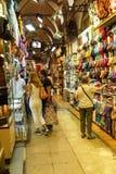 顾客探索盛大义卖市场的迷宫 图库摄影