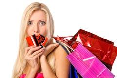 顾客纵向有袋子和贴现看板卡的 免版税库存照片