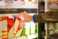 顾客选择牛奶 免版税库存图片