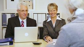 顾问与顾客握手 股票录像