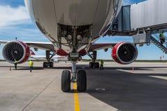 顿河畔罗斯托夫,俄罗斯- 2018年6月17日:红色波音777引擎  免版税库存图片
