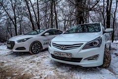 顿河畔罗斯托夫,大约2016年12月的俄罗斯:现代i40和现代Solaris 免版税库存照片