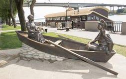 顿河畔罗斯托夫, RUSSIA-AUGUST 24 -雕刻哥萨克人和他的妻子 库存照片