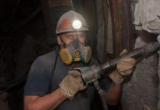 顿涅茨克,乌克兰- 2014年3月, 14日:工作地下在矿的矿工 免版税库存照片