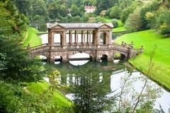 预先桥梁庭院横向palladian公园 免版税库存照片