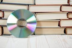 预定与在白色背景e书或数字存储概念的光盘 免版税库存图片