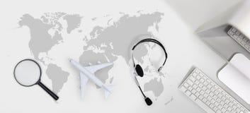 预定和查寻飞行卖票航空旅行旅行假期concep 库存图片