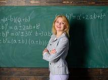 预期老师必须考虑的工作环境 老师的工作环境 她喜欢她的工作 回到 免版税库存照片