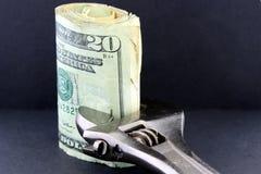 预算值储蓄拉紧 免版税库存图片