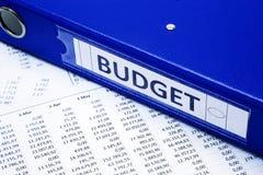 预算溢出的粗麻布硬币概念漏洞乘坐的大袋 免版税图库摄影