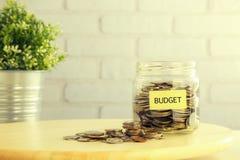 预算金额投资项目减速火箭的样式 免版税库存照片