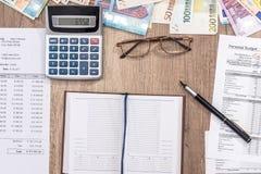 预算,销售,月度报告,计算器 免版税库存照片