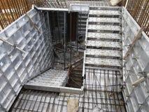预铸的铝形式工作使用在工地工作作为临时形式工作 库存图片