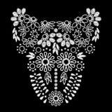 领口衣物的白色抽象刺绣艺术品设计 免版税图库摄影