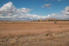 领域和多云天空,摩洛哥 免版税库存图片
