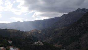 领域和山的看法从高度 免版税库存照片