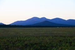 领域和山的看法在亚利桑那,美国 免版税库存图片