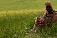 领域的一个女孩 免版税图库摄影