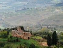领域的看法在托斯卡纳 蒙特普齐亚诺 意大利 免版税库存照片