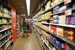 领导人价格超级市场内部 免版税图库摄影