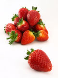 领导先锋堆草莓 免版税图库摄影